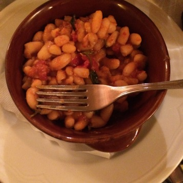 White beans with tomato and sage