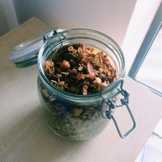 homemade granola nigellaeatseverything.com