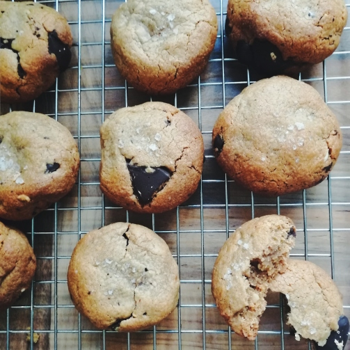 peanut butter cookies nigellaeatseverything.com