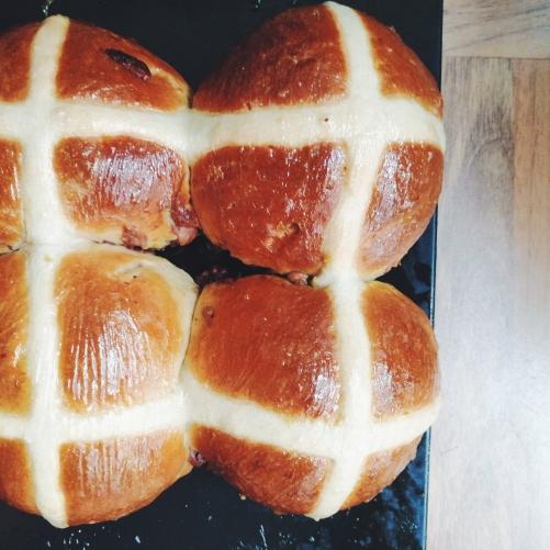 hot cross buns nigellaeatseverything.com
