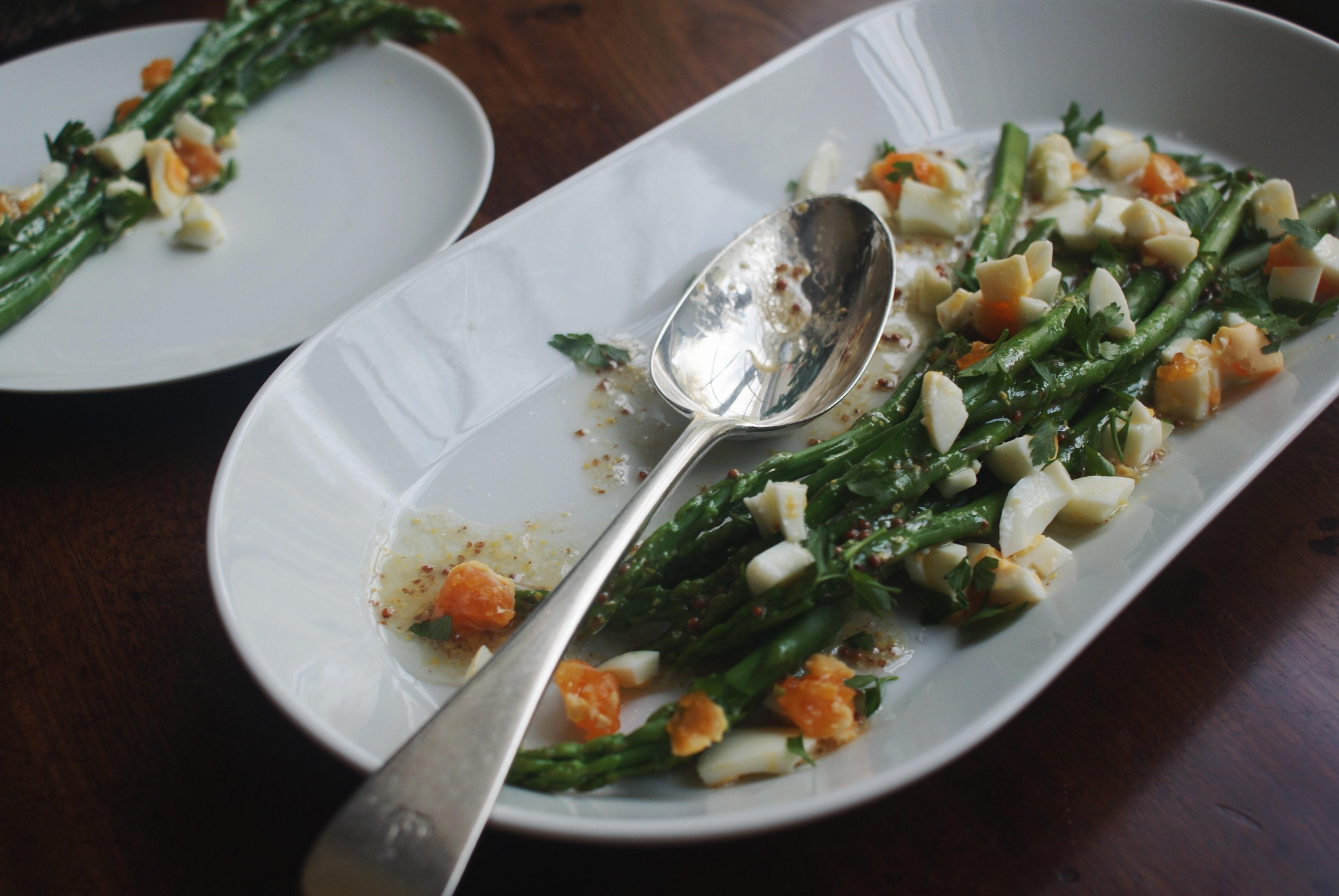 asparagus vinaigrette nigellaeatseverything.com